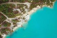 Hồ nước xanh như ngọc nhưng không ai dám tắm