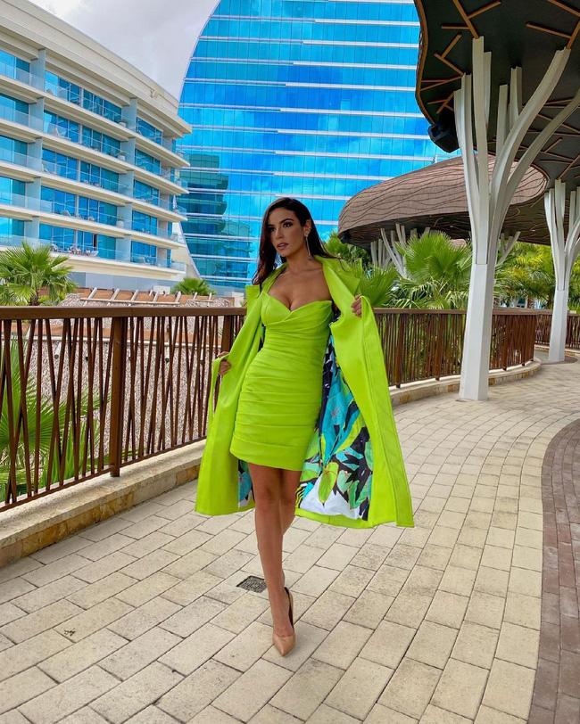 Á hậu 1 Miss Univese 2020 từng diện bộ quốc phục nhức nhối, hành trang chinh chiến chỉ hơn 10 bộ đồ-10
