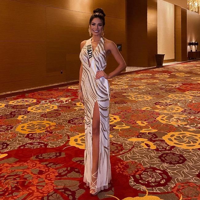 Á hậu 1 Miss Univese 2020 từng diện bộ quốc phục nhức nhối, hành trang chinh chiến chỉ hơn 10 bộ đồ-12