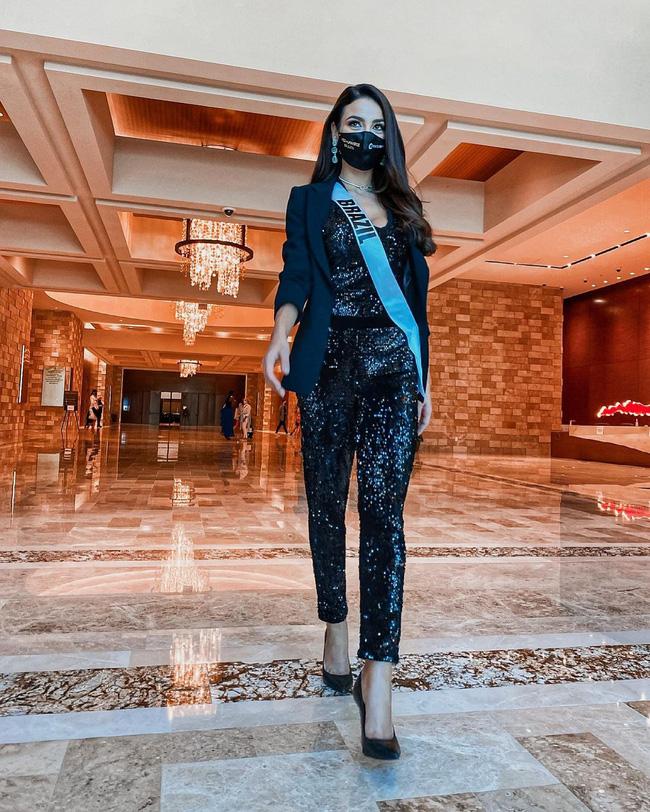 Á hậu 1 Miss Univese 2020 từng diện bộ quốc phục nhức nhối, hành trang chinh chiến chỉ hơn 10 bộ đồ-13