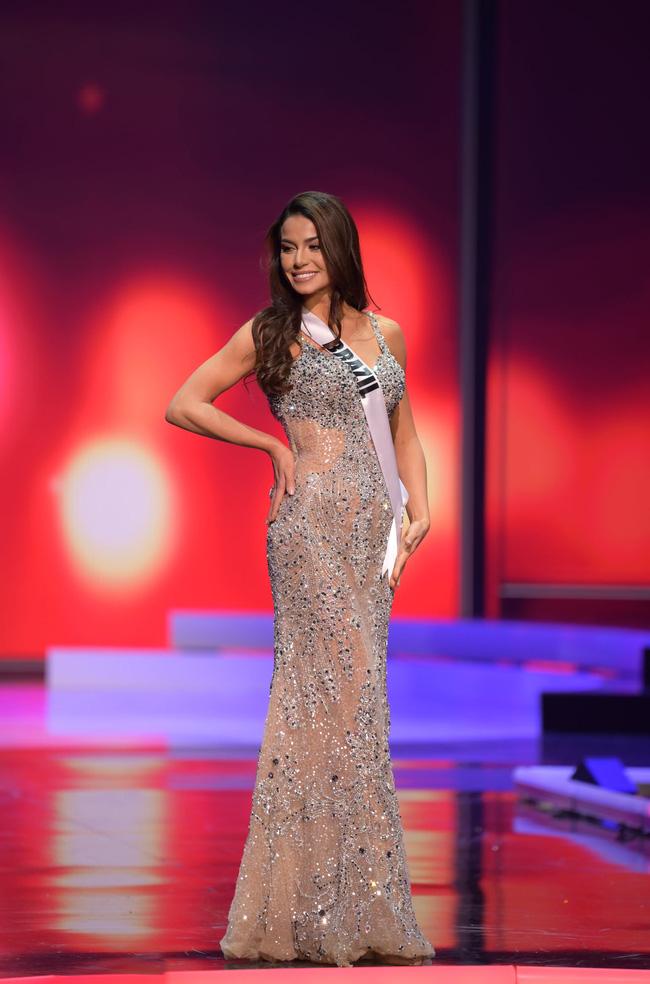 Á hậu 1 Miss Univese 2020 từng diện bộ quốc phục nhức nhối, hành trang chinh chiến chỉ hơn 10 bộ đồ-14