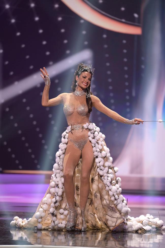 Á hậu 1 Miss Univese 2020 từng diện bộ quốc phục nhức nhối, hành trang chinh chiến chỉ hơn 10 bộ đồ-16