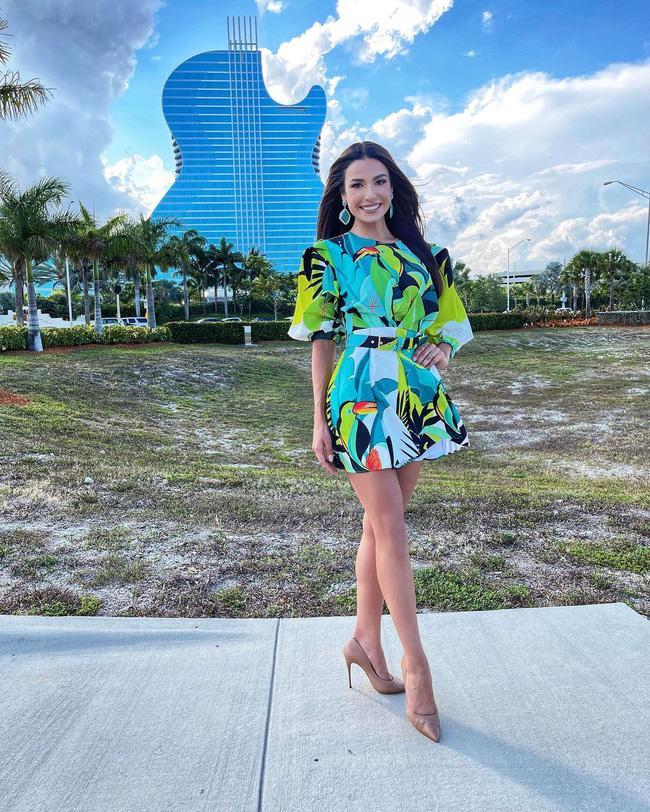 Á hậu 1 Miss Univese 2020 từng diện bộ quốc phục nhức nhối, hành trang chinh chiến chỉ hơn 10 bộ đồ-8
