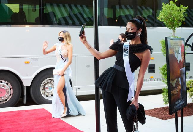 Á hậu 1 Miss Univese 2020 từng diện bộ quốc phục nhức nhối, hành trang chinh chiến chỉ hơn 10 bộ đồ-9