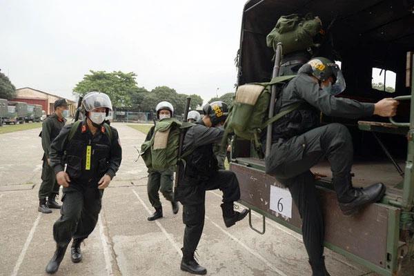 Bộ Công an chi viện 300 cảnh sát cơ động đến Bắc Giang hỗ trợ dập dịch Covid-19-1