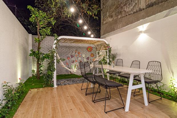 Có mảnh đất 75m2, vợ chồng Đà Nẵng xây nhà cực khéo: Trong nhà nghe tiếng nước chảy, ngoài vườn nghe tiếng chim hót-18