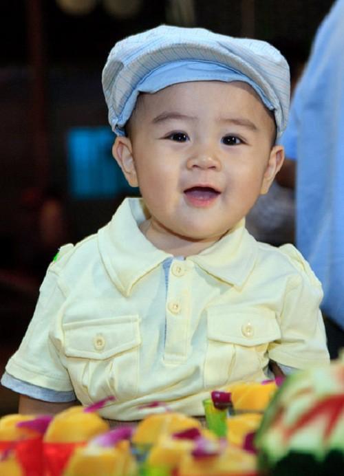 Con trai bà Phương Hằng mới 1 tuổi đã được di chúc cả nghìn tỷ đồng, bố mẹ giàu nhờ kinh doanh nhưng lại dạy con đầy bất ngờ-1