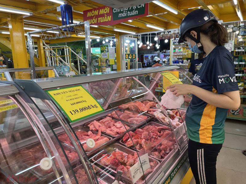 Giá thịt heo giảm mạnh tại chợ đầu mối, chợ lẻ giảm nhỏ giọt-1