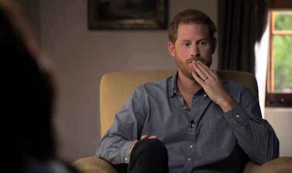 Hoàng tử Harry kìm nén nước mắt, lồng ghép hình ảnh đám tang Công nương Diana trong phim tài liệu mới khiến dư luận phẫn nộ-2