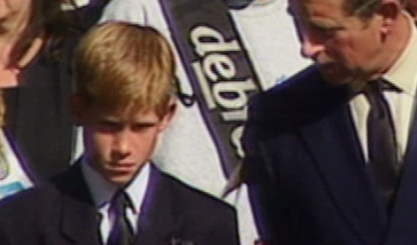 Hoàng tử Harry kìm nén nước mắt, lồng ghép hình ảnh đám tang Công nương Diana trong phim tài liệu mới khiến dư luận phẫn nộ-3