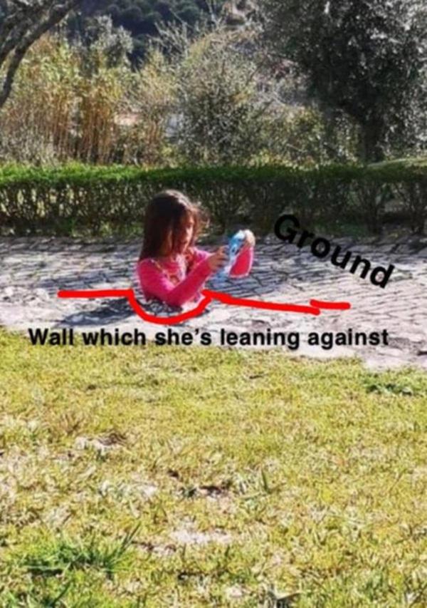 Bức ảnh bé gái bị bê tông nuốt chửng khiến dân mạng bứt rứt không hiểu, sự thật đơn giản mà chỉ người tinh mắt lắm mới nhìn ra-2