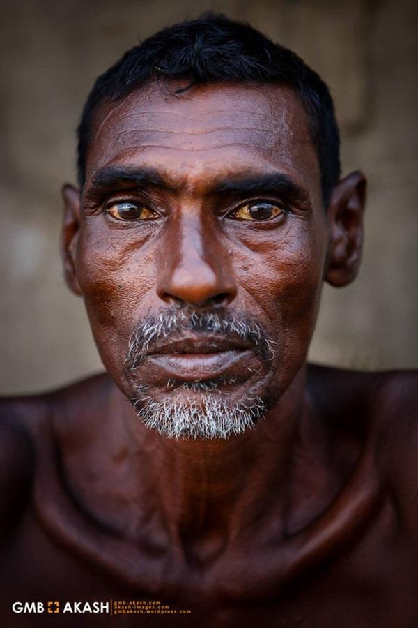 Bức ảnh hơn 600.000 like và câu chuyện ứa nước mắt về nghề bị cho là bẩn thỉu nhất thế giới: Vì miếng cơm manh áo, có chui xuống cống cũng cam lòng!-1