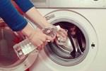 Đem giấm đổ vào máy giặt, tưởng việc ngớ ngẩn hóa ra lại mang đến lợi ích to đùng