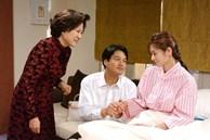 Sau khi sinh con, tính tình vợ bỗng thay đổi rõ rệt, gây thương tích cho cả mẹ chồng chăm sóc mình