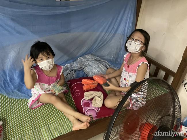 Bố mắc COVID-19 rồi ᑫᑌᗩ đờɩ, hai bé gái bơ vơ, bấu víu vào nhau trong khu c.ách ly giữa tâm dịch Bắc Ninh-3