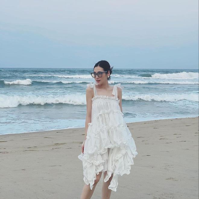 5 kiểu váy hai dây được mỹ nhân Việt ưa chuộng: Dễ tìm mua nhưng hiệu quả tôn dáng không phải dạng vừa!-2
