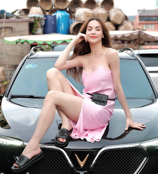 5 kiểu váy hai dây được mỹ nhân Việt ưa chuộng: Dễ tìm mua nhưng hiệu quả tôn dáng không phải dạng vừa!-10