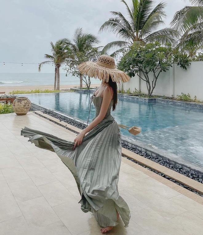 5 kiểu váy hai dây được mỹ nhân Việt ưa chuộng: Dễ tìm mua nhưng hiệu quả tôn dáng không phải dạng vừa!-11
