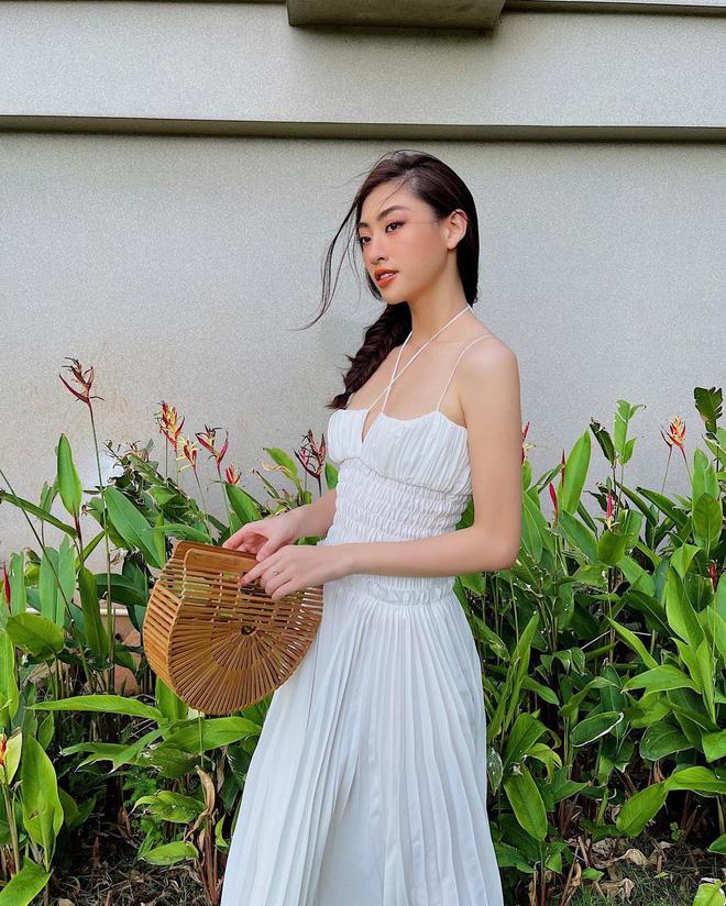 5 kiểu váy hai dây được mỹ nhân Việt ưa chuộng: Dễ tìm mua nhưng hiệu quả tôn dáng không phải dạng vừa!-12