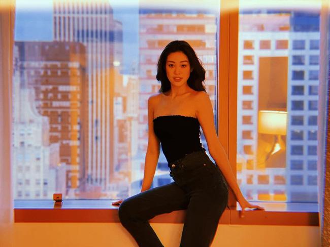 Style đời thường của Khánh Vân trái ngược hẳn với phong cách lồng lộn khi nàng hậu đi thi Miss Universe-1