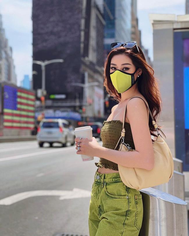 Style đời thường của Khánh Vân trái ngược hẳn với phong cách lồng lộn khi nàng hậu đi thi Miss Universe-2