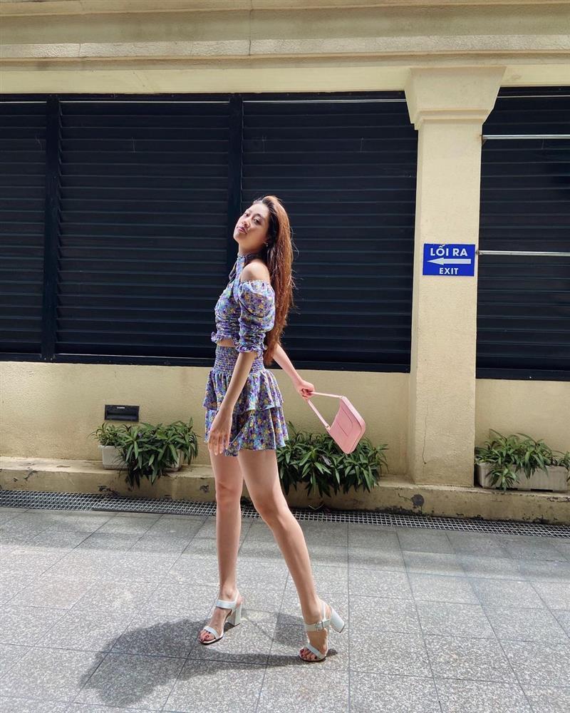 Style đời thường của Khánh Vân trái ngược hẳn với phong cách lồng lộn khi nàng hậu đi thi Miss Universe-10