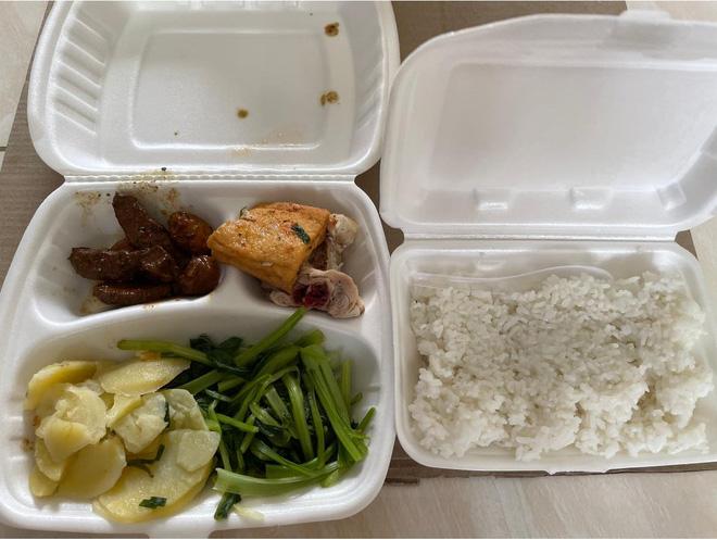 Du học sinh bị chỉ trích vì chê đồ ăn ở khu cách ly không nuốt nổi-4