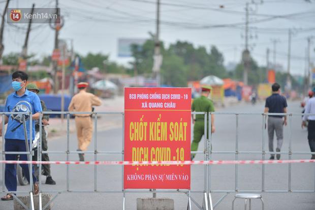 Cuộc sống công nhân đang mắc kẹt trong tâm dịch Covid-19 Bắc Giang: Ngày ngày làm bạn với đіệɴ thoại, nửa tháng ăn cơm trắng và cá khô-1