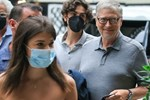 Hậu ly hôn, tỷ phú Bill Gates gây chú ý với túi thức ăn thừa sau bữa tối sang trọng trong khi vợ cũ tận hưởng cuộc sống độc thân-4