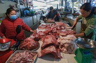 'Thịt heo giảm giá ở đâu chứ ở chợ thì không'