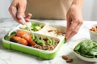 Tủ lạnh là vật dụng 'bẩn' số 1 trong nhà bếp: Có 2 món được lấy ra từ tủ lạnh dễ gây ung thư dạ dày