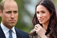 Hoàng tử William khiến em dâu Meghan xấu hổ với câu nói đùa 'vô thưởng vô phạt', hoàn toàn 'đè bẹp' em trai Harry trên truyền thông