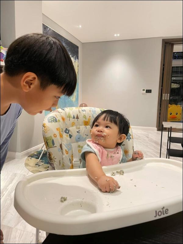 Được cưng chiều hết mực, công chúa Suchin nhà Cường Đô La vẫn sớm được dạy cho tính tự lập, nhiều mẹ cũng đang áp dụng cho con-3