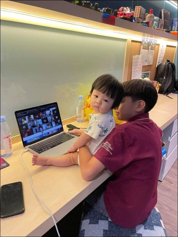 Được cưng chiều hết mực, công chúa Suchin nhà Cường Đô La vẫn sớm được dạy cho tính tự lập, nhiều mẹ cũng đang áp dụng cho con-6