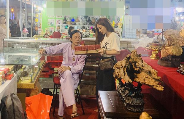 Sống giản dị, NS Hoài Linh lại có khối tài sản khổng lồ: Kim cương đong lon, trầm hương xa xỉ đến nhà thờ Tổ 7000m2 hàng trăm tỷ-10