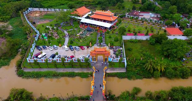 Sống giản dị, NS Hoài Linh lại có khối tài sản khổng lồ: Kim cương đong lon, trầm hương xa xỉ đến nhà thờ Tổ 7000m2 hàng trăm tỷ-5