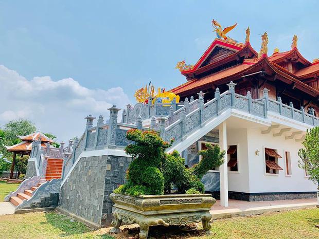 Sống giản dị, NS Hoài Linh lại có khối tài sản khổng lồ: Kim cương đong lon, trầm hương xa xỉ đến nhà thờ Tổ 7000m2 hàng trăm tỷ-6