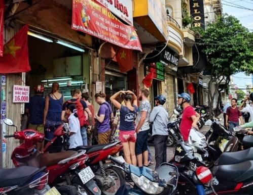 Tiệm bánh mì đắt nhất Sài Gòn được nhiều blogger nước ngoài giới thiệu luôn kín người xếp hàng chờ mua-1