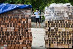 Xôn xao clip người dân Bình Thuận không được qua chốt kiểm soát dịch vì gạo không phải thực phẩm thiết yếu, khó khăn quá gọi cho chủ tịch xã mà kêu-4