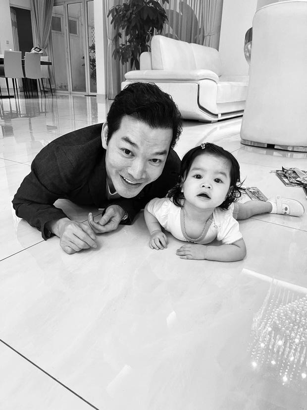 Trần Bảo Sơn công khai có con gái thứ 2 hậu ly hôn Trương Ngọc Ánh, mẹ đứa bé vẫn là một ẩn số?-2