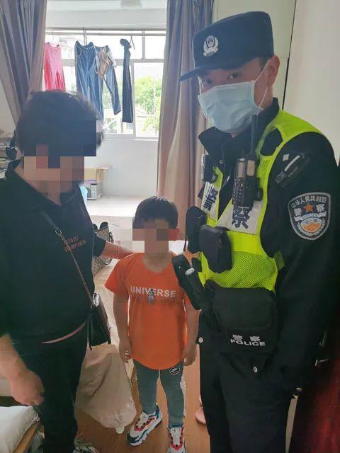 Con trai 5 tuổi không nghe lời, người mẹ giả vờ bỏ đi nhưng đứa trẻ lại thực sự biến mất-5