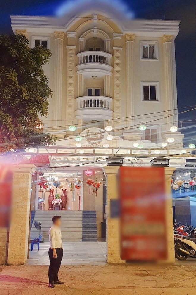 Việt Hương: Biệt thự to đẹp không ở, hột xoàn mua nhiều nhưng không đeo và quan điểm làm từ thiện-5