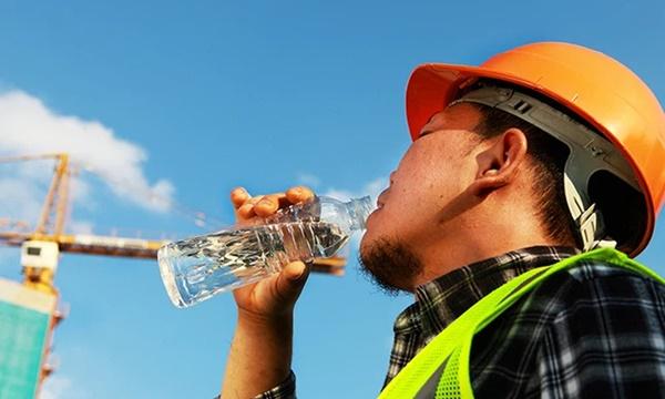 Đây là hiện tượng rất dễ gặp trong tiết trời nắng nóng cực điểm, cần làm ngay điều này để tránh nguy cơ đột quỵ, tử vong-4