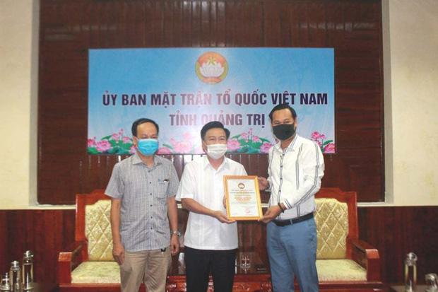 Netizen tranh cãi gay gắt về 1 tỷ từ thiện phía NS Hoài Linh trao cho Quảng Trị: Bên ủng hộ, bên mỉa mai từ thiện trả góp-1