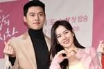 Bây giờ thử đặt Song Hye Kyo và Son Ye Jin lên bàn cân: Diện đồ 2 dây e ấp vòng 1 tới ná thở, ai mới ngồi mâm trên?-21