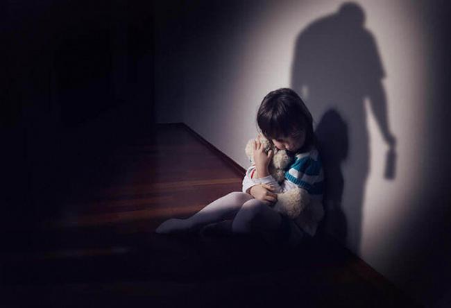 Con trai riêng của chồng xâm hại con gái chung: Câu chuyện đang khiến những người làm cha mẹ phẫn nộ và xót xa-2