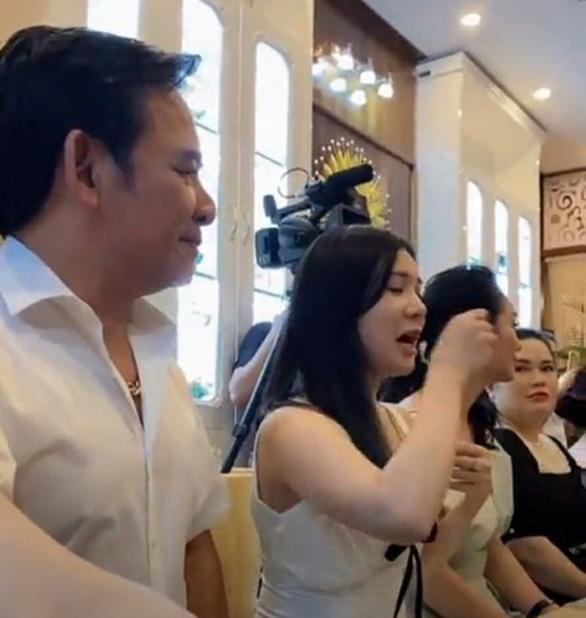 NS Quang Tèo bị công an mời đến làm việc, đưa lên phường vì tụ tập đông người trong mùa dịch Covid-19-1