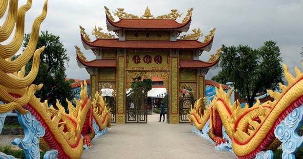 Nhà thờ hơn 100 tỷ của Hoài Linh hàng năm tổ chức lễ Giỗ Tổ sân khấu quy tụ hàng trăm nghệ sĩ,  nuôi động thực vật quý hiếm-2