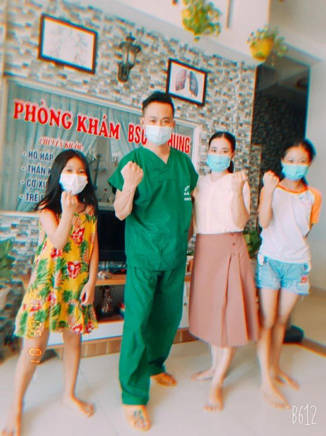 Bác sĩ Đà Nẵng xuống tóc lên đường chi viện Bắc Giang chống dịch: Soi gương thấy cũng đẹp trai, còn được vợ khen ngầu!-2