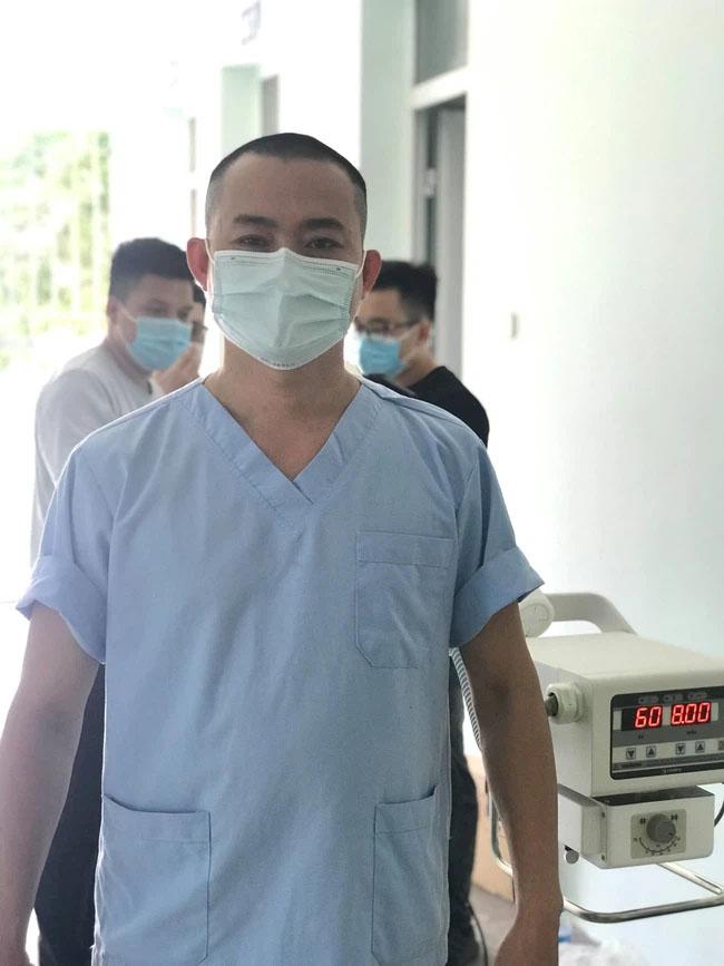 Bác sĩ Đà Nẵng xuống tóc lên đường chi viện Bắc Giang chống dịch: Soi gương thấy cũng đẹp trai, còn được vợ khen ngầu!-3